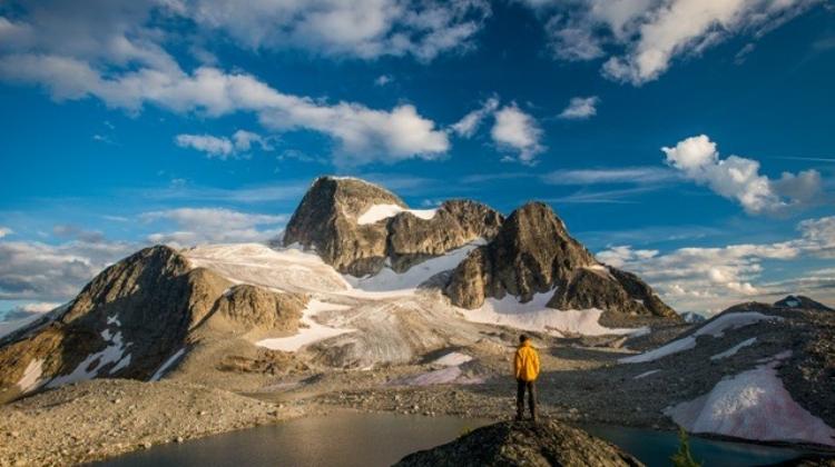 Hiking-backside-Jumbo